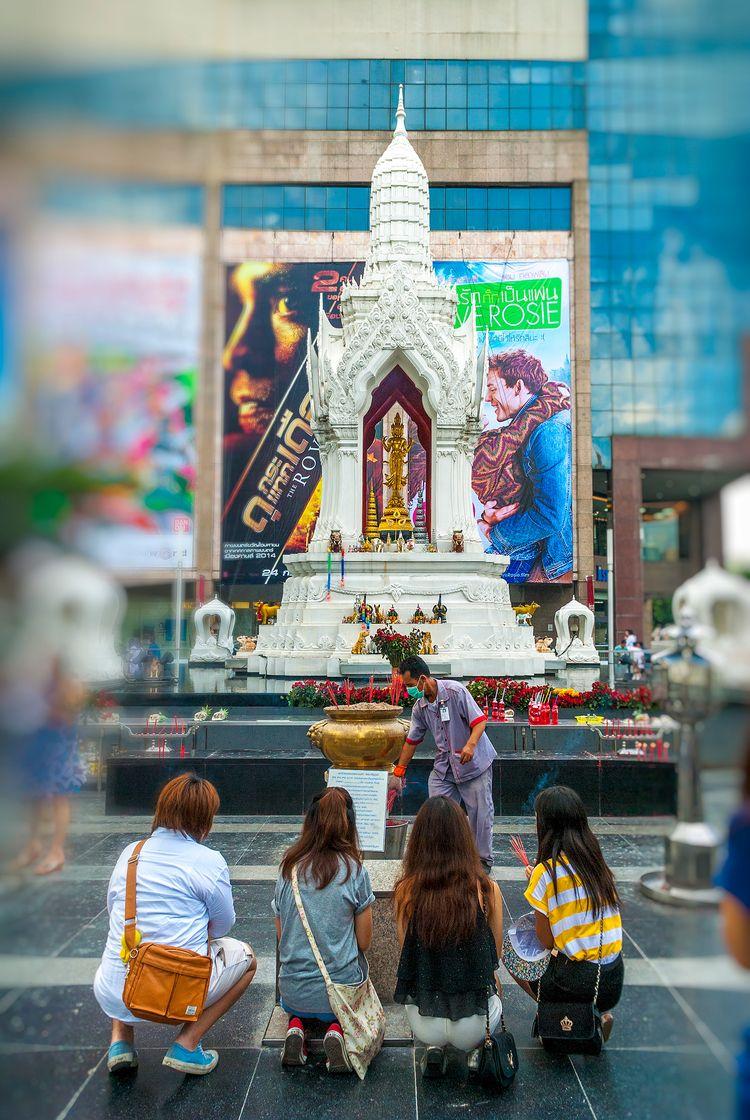 fortune prayers - shrine, Bangkok - christofkessemeier   ello