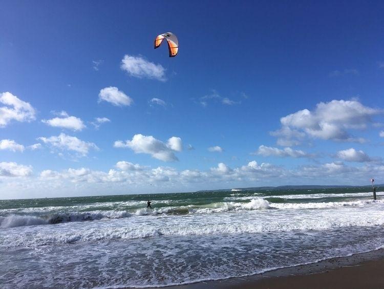 Kites Southbourne beach Bournem - ellokitesurfers   ello