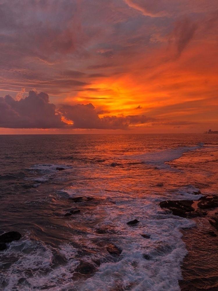 Sunset Indian Ocean - srilanka - prashantyashpal | ello