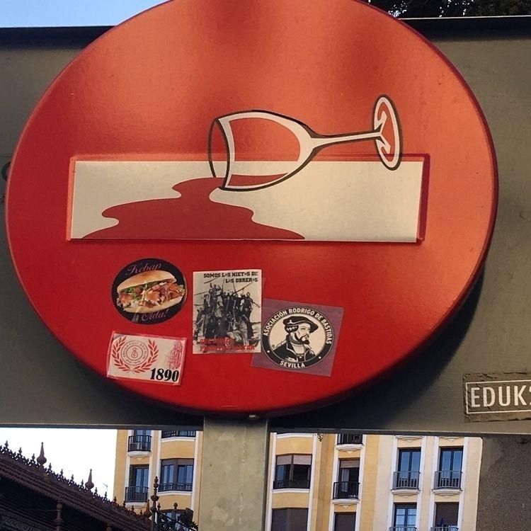 Wasted wine - Madrid, streetart - antoniofse | ello