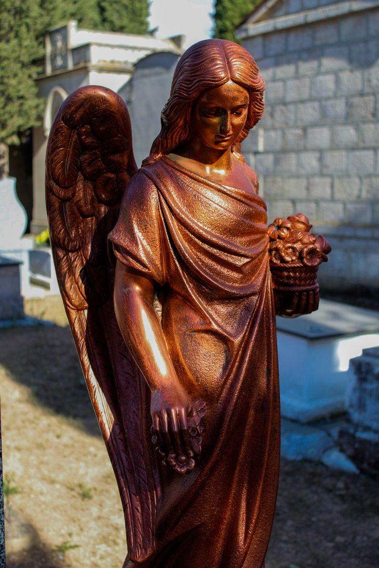 Angel statue cemetery (2) Place - jmariagarcia_fotografia | ello