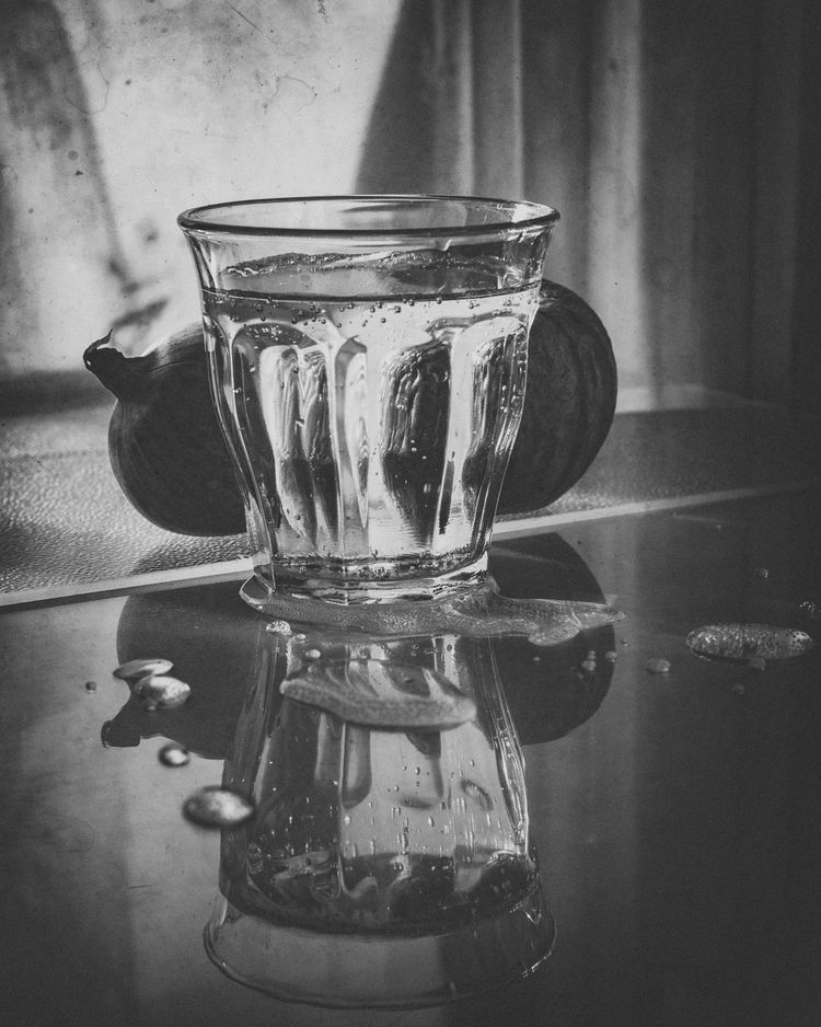 stilllife, glass, water, blackandwhite - sara_bul | ello
