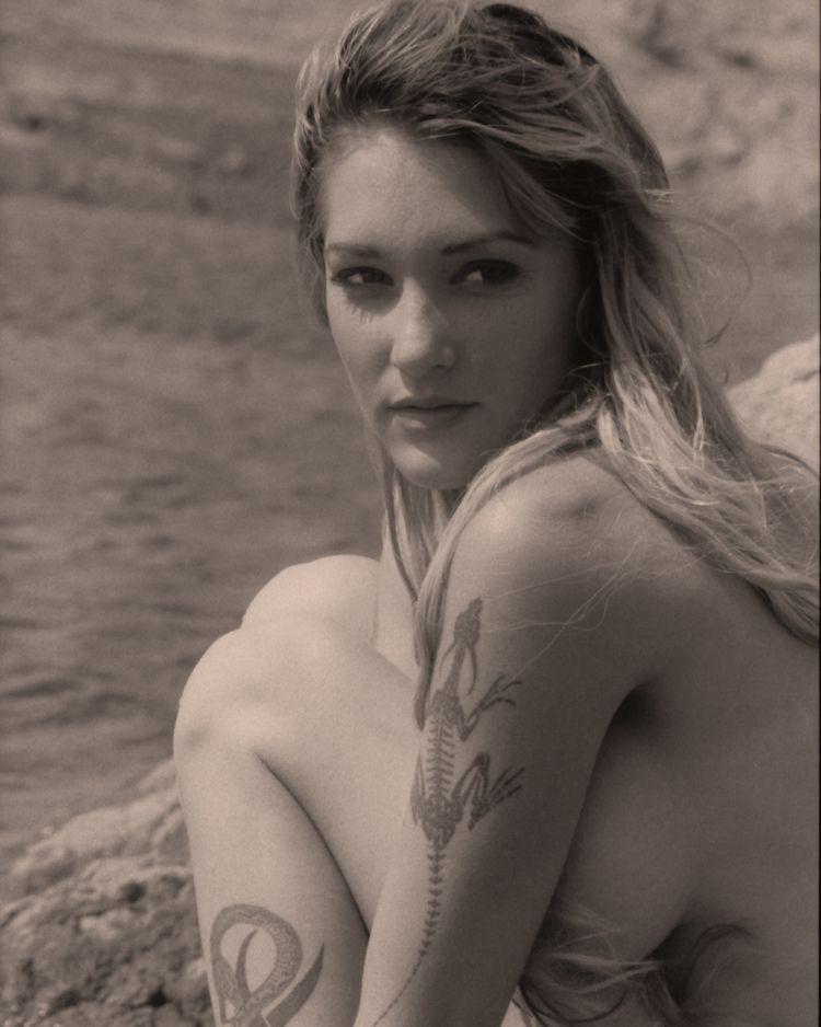 Michelle - model, tats - cnphoto1   ello