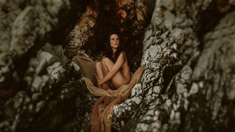 girl, portrait, beauty, photography - dark-indigo | ello
