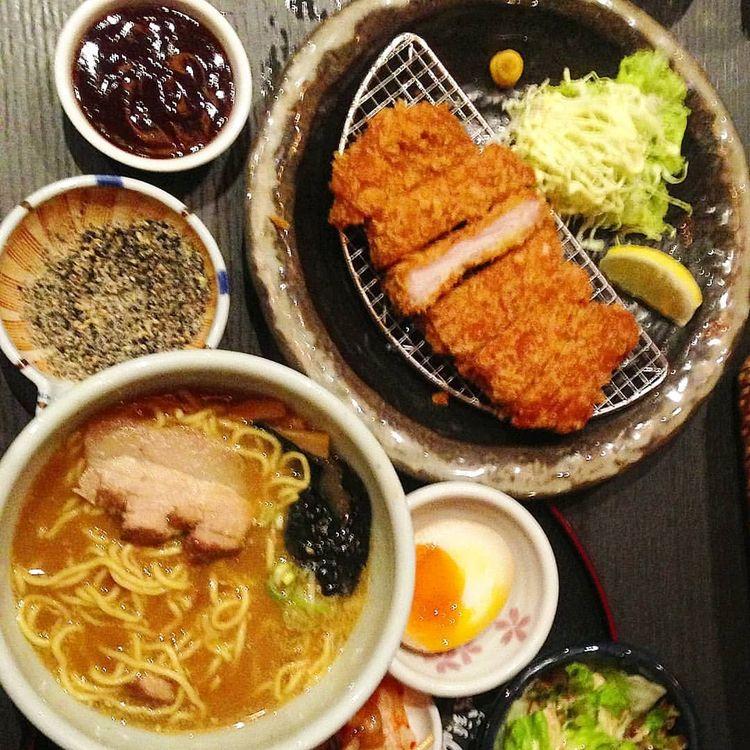 eat Kara-Miso Ramen (Spicy Miso - vicsimon | ello