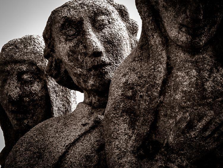 Questioning - sculpture, granite - tuksarbeni | ello
