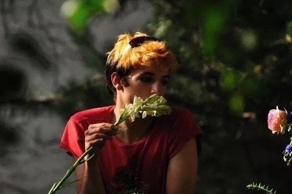 Con mua hoa này tặng mẹ, nhưng  - gaymoviesvietsub   ello