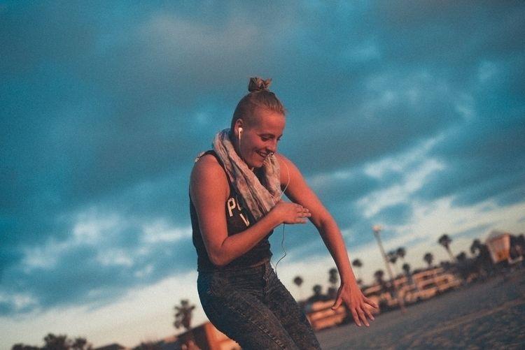 day beach Dance sunset Meet str - dave_xt | ello