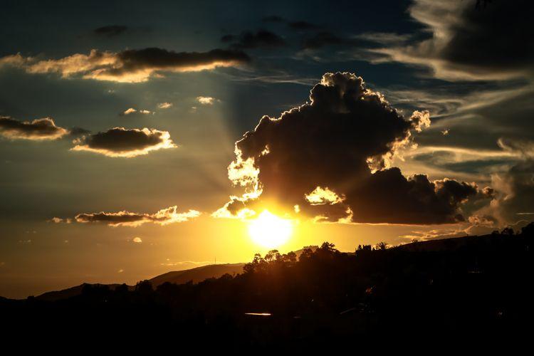 nube voladora - canonphotography - oreje | ello