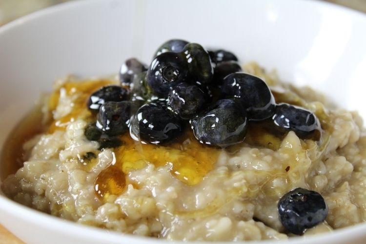 Lumpy - oatmeal, blueberries, honey - ranjiroo   ello