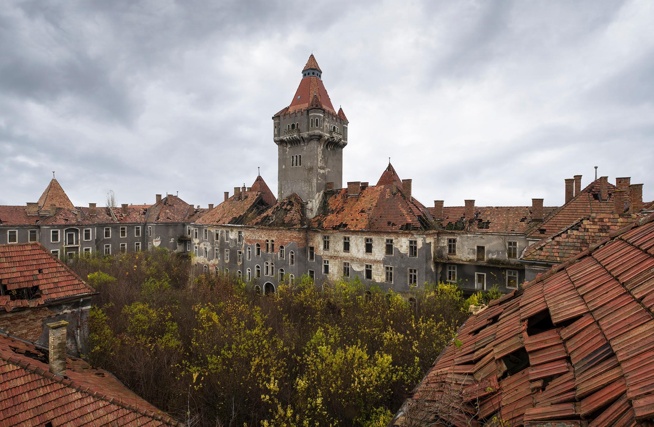 large Hungarian barracks left a - forgottenheritage   ello
