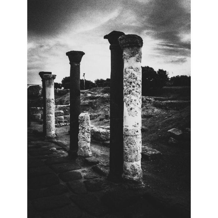 Ancient Roman columns - blackandwhitephotography - gavinobazzoni | ello
