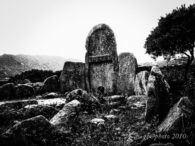Tomb Giants - blackandwhitephotography - gavinobazzoni | ello
