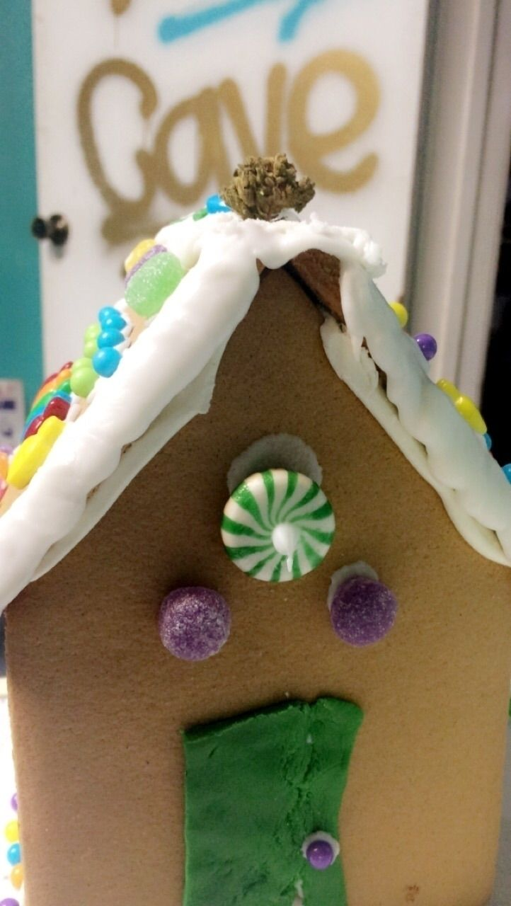 Roomy built gingerbread house p - xthebabecavex | ello