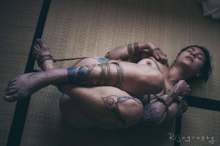 model: 14dy1uck  - bondage, tattoo - rija_mae | ello