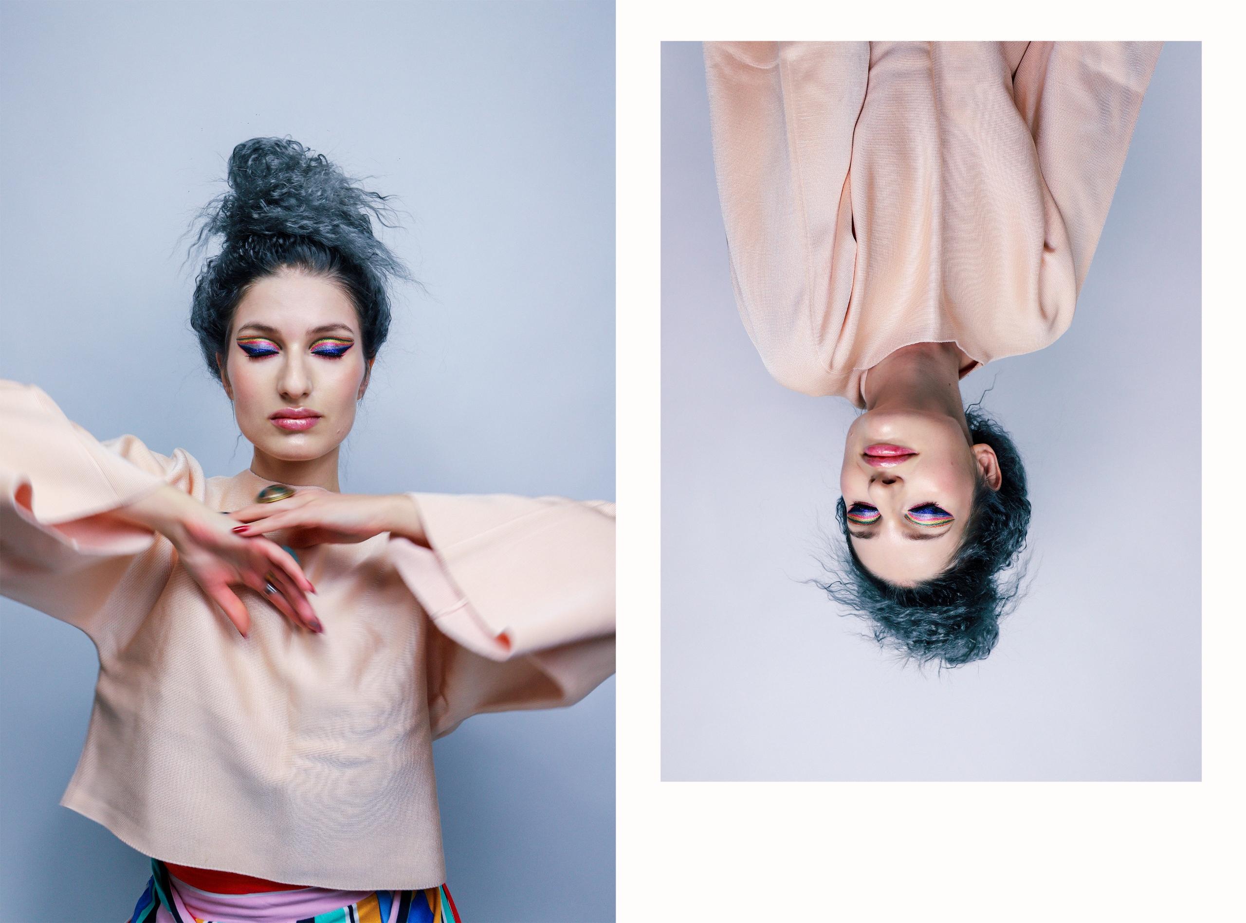 Obraz przedstawia dwa zdjęcia kobiety w różowej bluzce na szarym tle. Zdjęcie z prawej strony obrócone jest do góry nogami.