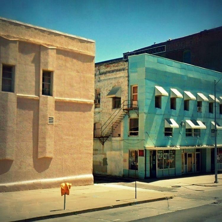 Alleys / SE 8th Avenue, Topeka - dispel   ello