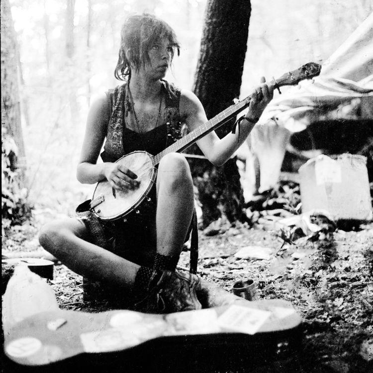 Unknown woman playing banjo rai - saeger | ello