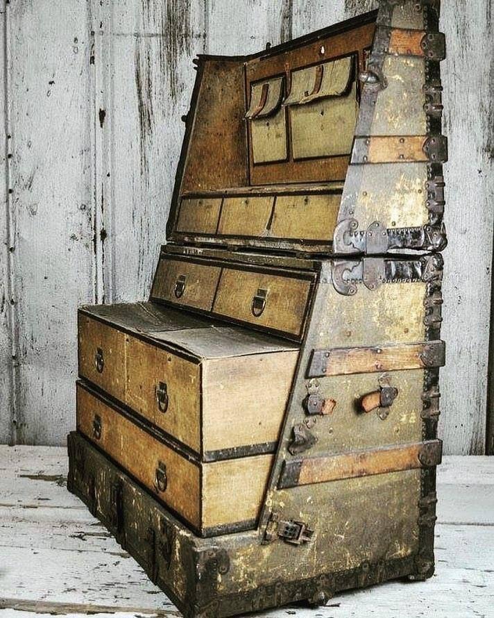 Metal leather straight dresser  - oldendaze   ello
