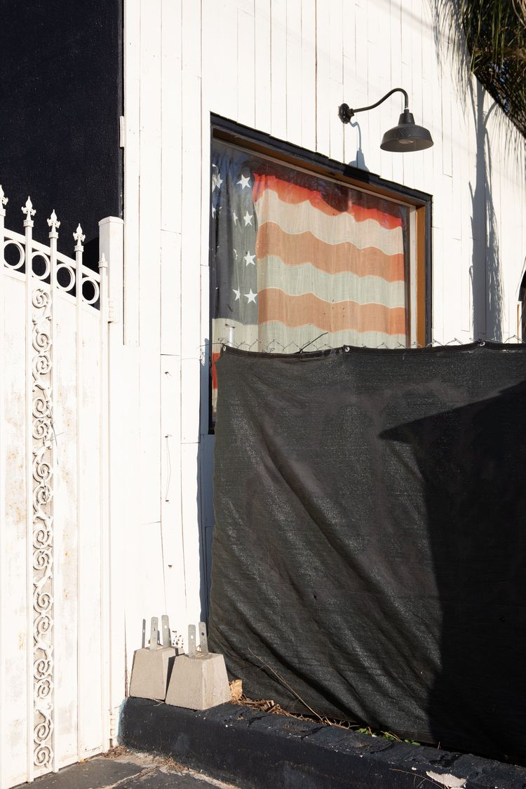 Window Flag, Lincoln Blvd, Veni - odouglas | ello