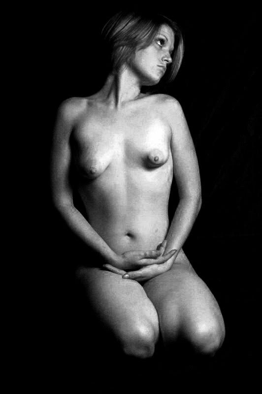Issa - Black White Study Antoni - m_antonio | ello