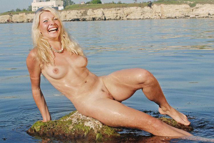 fun beach änudeinnature - nudebeach - sunflower22a | ello