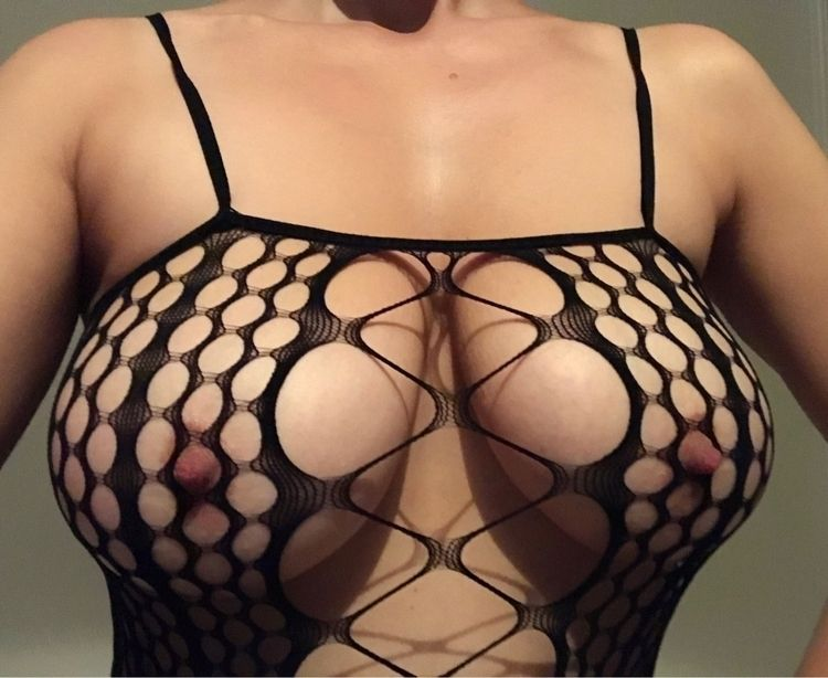 Catch day - nsfw, boobs, fishnet - hulatallulah | ello