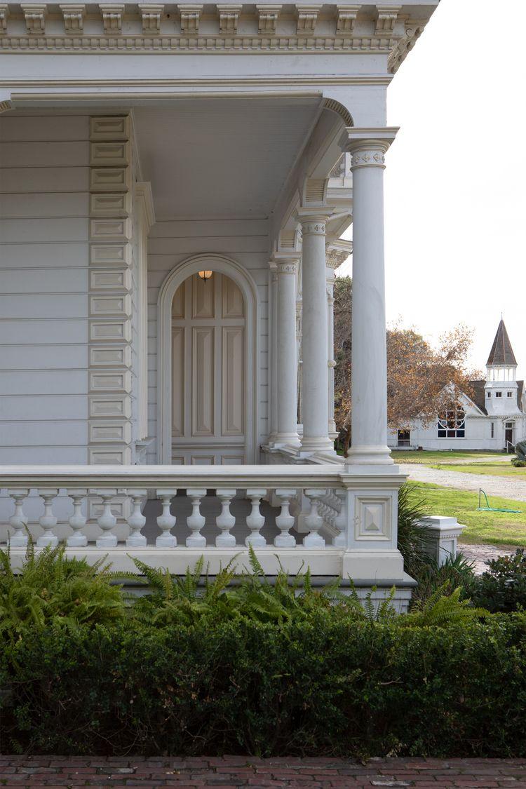 Front Porch, Heritage Square, M - odouglas | ello