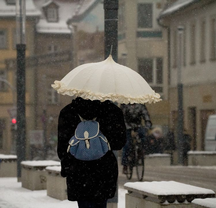 Winter - snow, streets, umbrella - leilahichri | ello