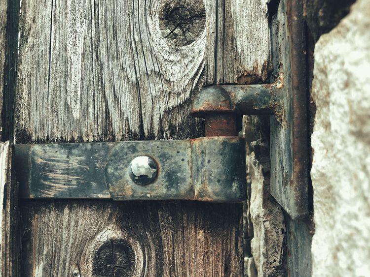 Mystic - squeaky, gate, rust - classicurge | ello
