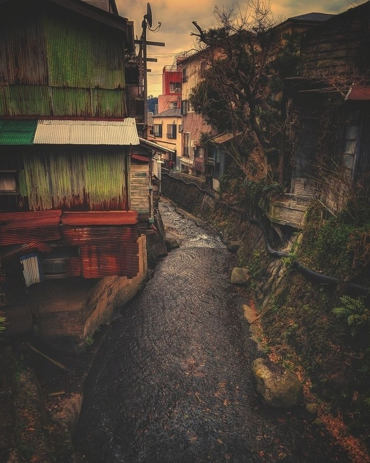 Exploring quieter backstreets,  - fokality | ello