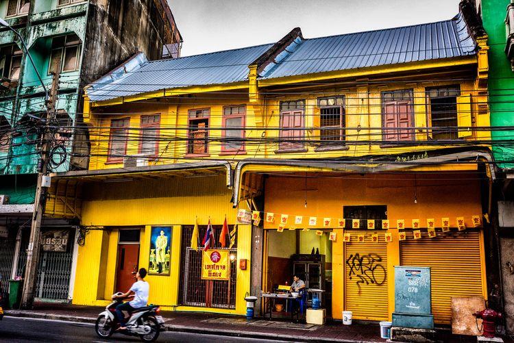 yellow townhouse takeaway photo - christofkessemeier | ello