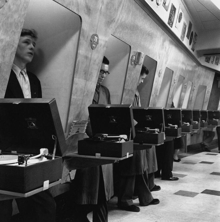 Soundproof listening booth Lond - romporn | ello
