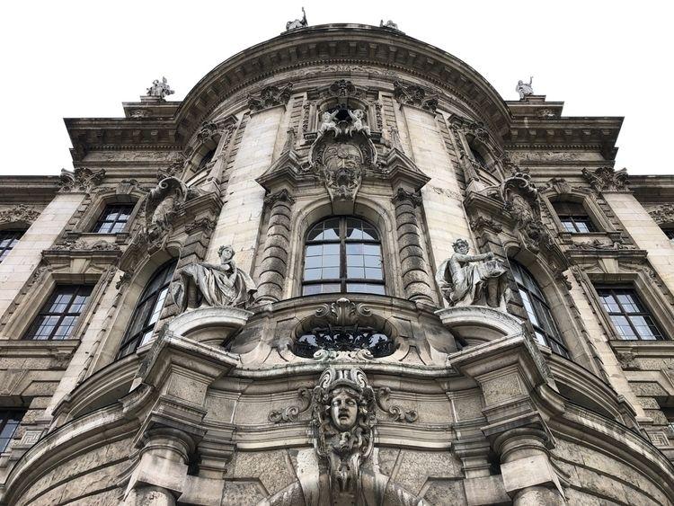 Passing - Munich, Architecture, Façade - rowiro | ello