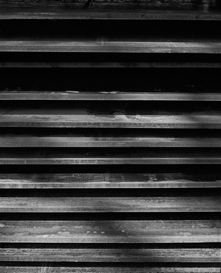 waiting canvases Richard Serra  - christofkessemeier | ello