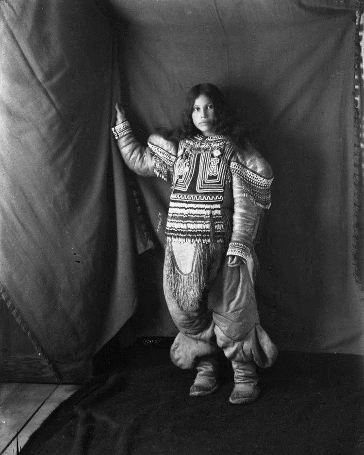 Geraldine Moodie, portrait Inui - arthurboehm | ello