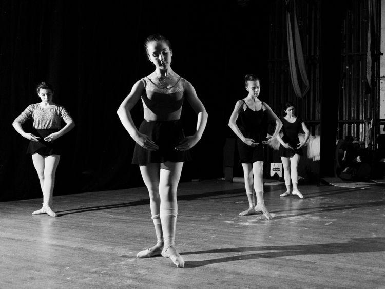 pulse stage - ballet, dance, bw - zokinatif | ello