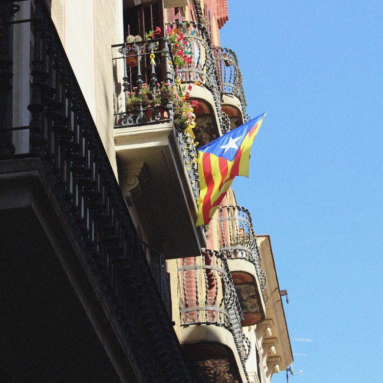 Barcelona - shot year Catalaoni - bluecanarinho | ello