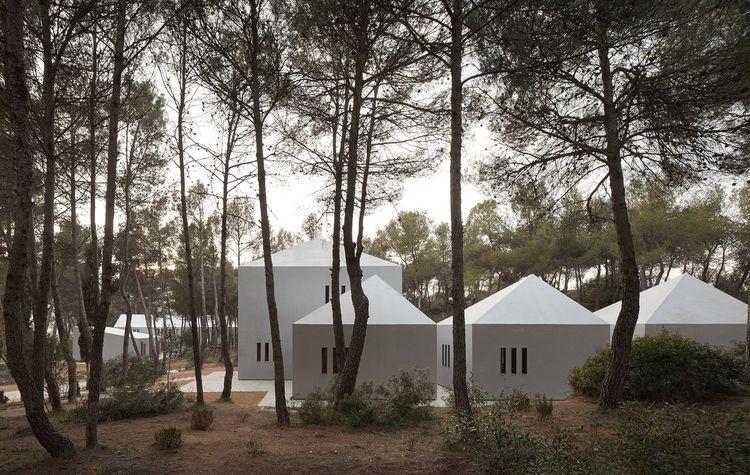 Viladoms Summer Camp House OAB - thisispaper | ello