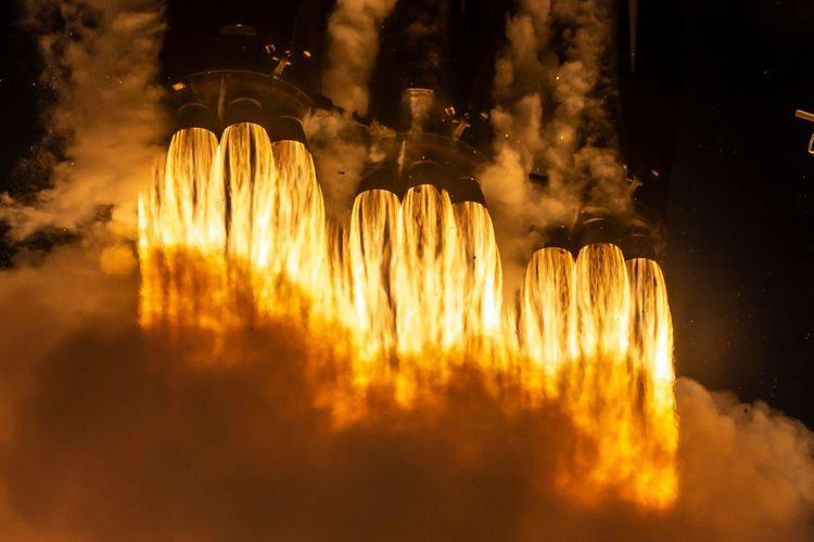 Twenty Merlin rocket engines - SpaceX - valosalo | ello