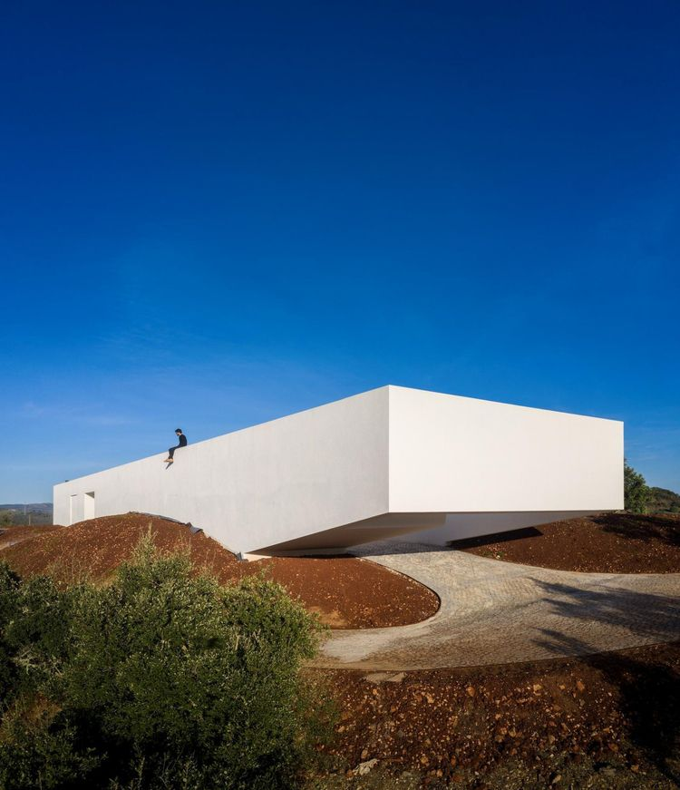 House Messines monolithic volum - minimalissimo | ello