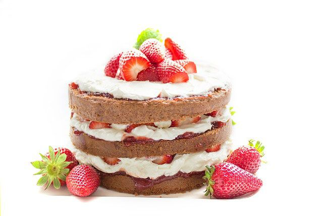 Lovely strawberry cake - cakes - erraous | ello