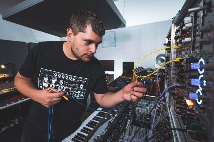 Wiring Techno Music - florianmeindl | ello