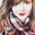 Laura (@makeupbylau) Avatar