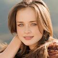 Leonore Suggs (@leonoregsuggs) Avatar