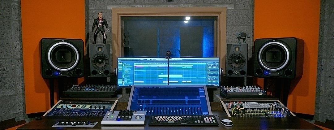 Studio  (@8tone) Cover Image