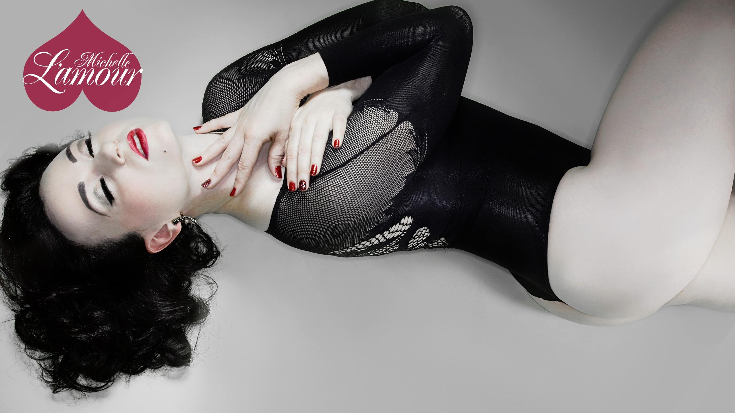 Michelle L'amour (@michellelamour) Cover Image