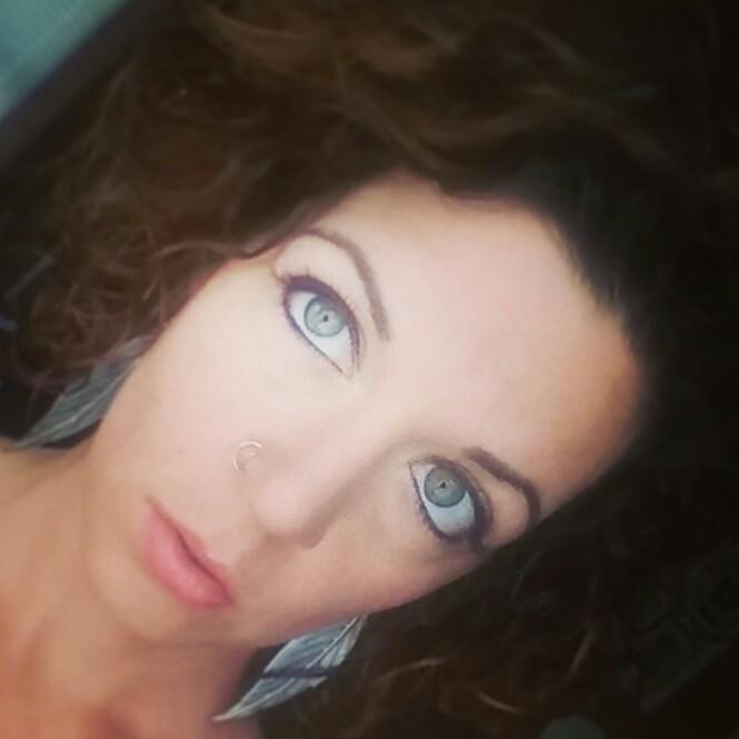 Nicole (@n_i_c_o_l_e) Cover Image