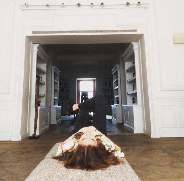 Laura Nies (@lauranies) Cover Image