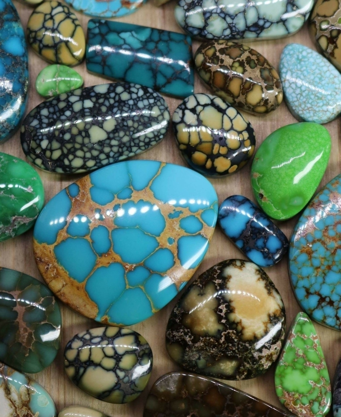 Cabochons (@cabochons) Cover Image